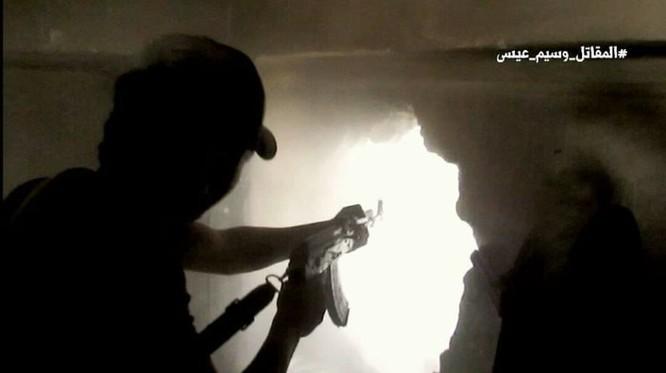 Quân đội Syria chọc thủng tuyến phòng ngự phiến quân ngoại vi Damascus ảnh 7