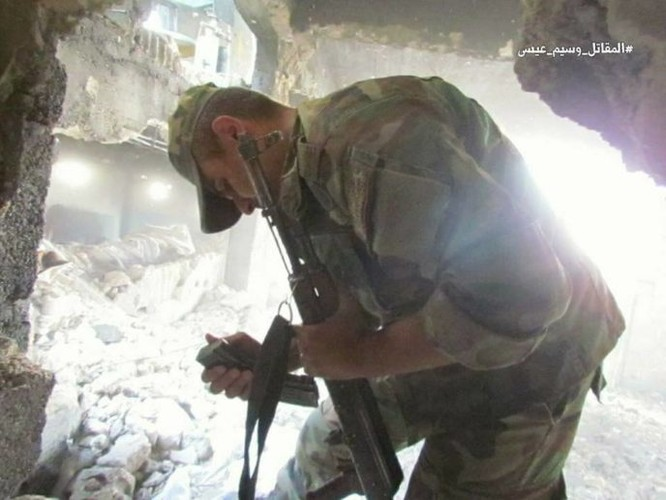 Quân đội Syria chọc thủng tuyến phòng ngự phiến quân ngoại vi Damascus ảnh 13