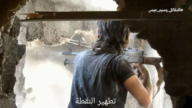 Quân đội Syria chọc thủng tuyến phòng ngự phiến quân ngoại vi Damascus ảnh 14