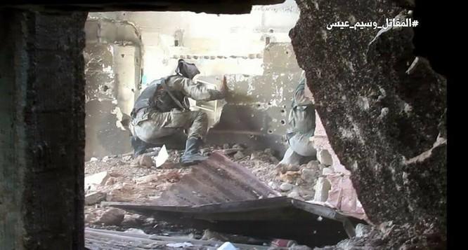 Quân đội Syria chọc thủng tuyến phòng ngự phiến quân ngoại vi Damascus ảnh 18