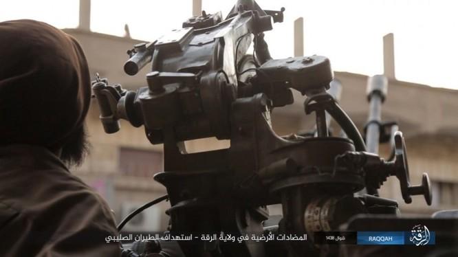 IS đánh bom tự sát và bắn tỉa, người Kurd thiệt hại nặng (video - ảnh) ảnh 2