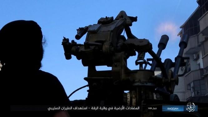 IS đánh bom tự sát và bắn tỉa, người Kurd thiệt hại nặng (video - ảnh) ảnh 3