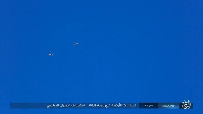 IS đánh bom tự sát và bắn tỉa, người Kurd thiệt hại nặng (video - ảnh) ảnh 4
