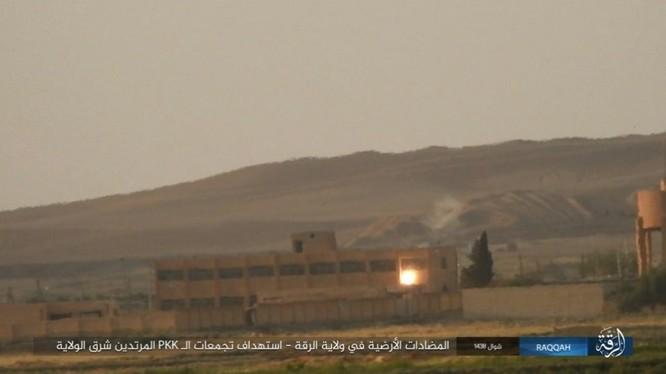 IS đánh bom tự sát và bắn tỉa, người Kurd thiệt hại nặng (video - ảnh) ảnh 6