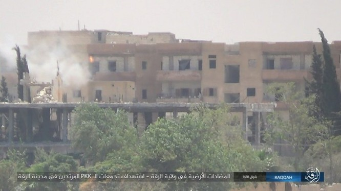 IS đánh bom tự sát và bắn tỉa, người Kurd thiệt hại nặng (video - ảnh) ảnh 8