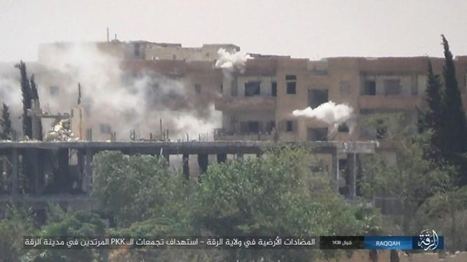 IS đánh bom tự sát và bắn tỉa, người Kurd thiệt hại nặng (video - ảnh) ảnh 9