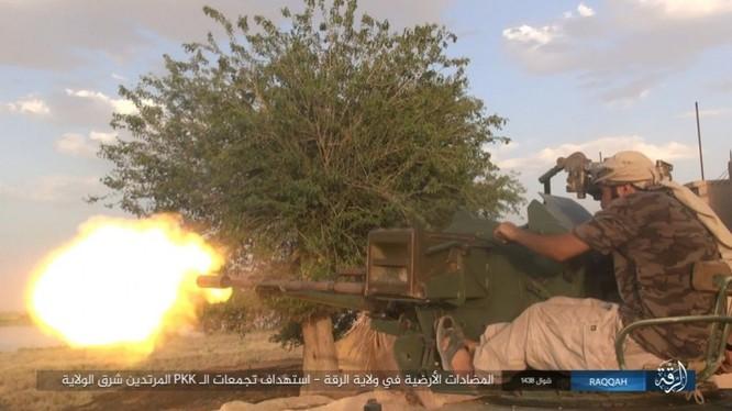 IS đánh bom tự sát và bắn tỉa, người Kurd thiệt hại nặng (video - ảnh) ảnh 10