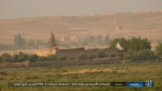 IS đánh bom tự sát và bắn tỉa, người Kurd thiệt hại nặng (video - ảnh) ảnh 11