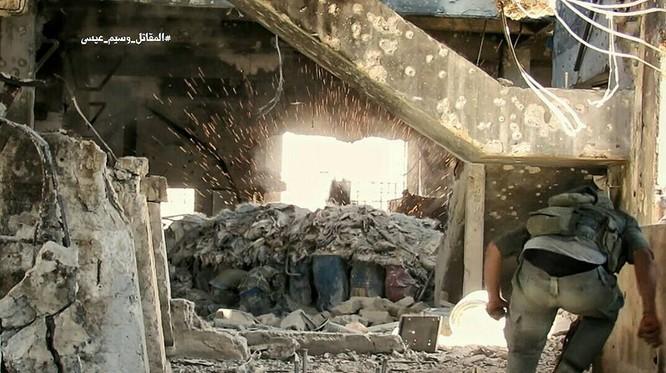 Quân đội Syria tràn vào tấn công hủy diệt phiến quân đông Damascus ảnh 3