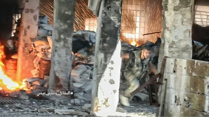 Quân đội Syria tấn công dữ dội cứ địa thánh chiến ngoại ô Damascus (video) ảnh 3
