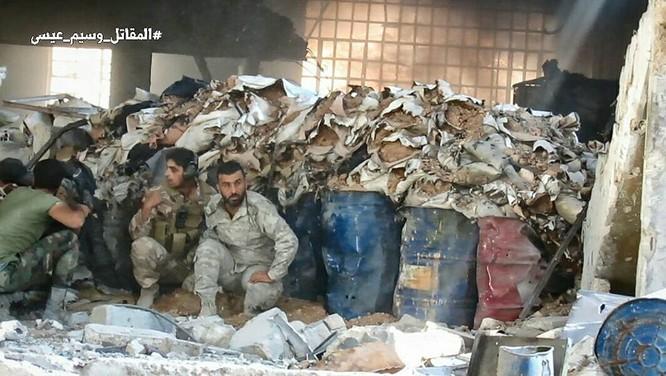 Quân đội Syria tấn công dữ dội cứ địa thánh chiến ngoại ô Damascus (video) ảnh 6