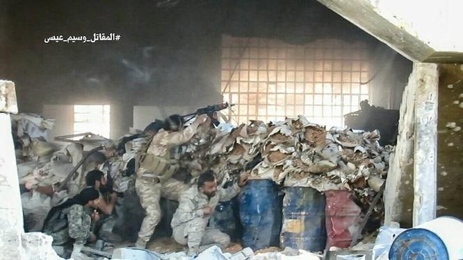Quân đội Syria tấn công dữ dội cứ địa thánh chiến ngoại ô Damascus (video) ảnh 7