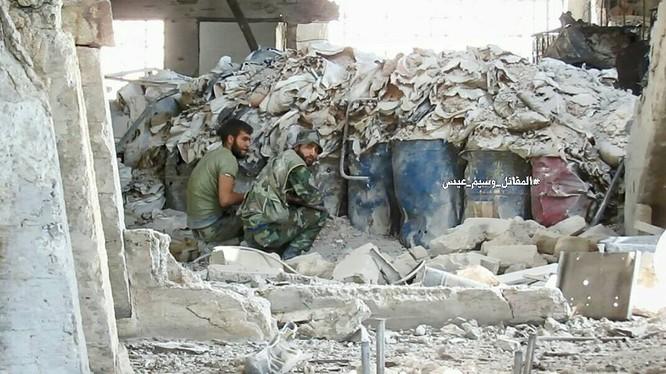 Quân đội Syria tấn công dữ dội cứ địa thánh chiến ngoại ô Damascus (video) ảnh 9