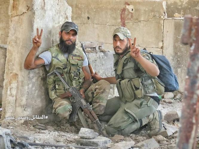Quân đội Syria tấn công dữ dội cứ địa thánh chiến ngoại ô Damascus (video) ảnh 10