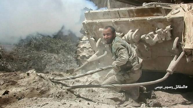 Quân đội Syria tấn công dữ dội cứ địa thánh chiến ngoại ô Damascus (video) ảnh 12