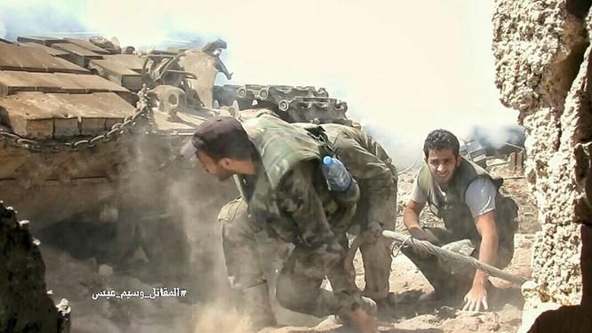 Quân đội Syria tấn công dữ dội cứ địa thánh chiến ngoại ô Damascus (video) ảnh 13