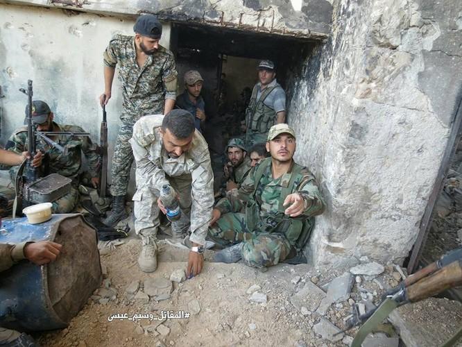 Quân đội Syria tấn công dữ dội cứ địa thánh chiến ngoại ô Damascus (video) ảnh 14