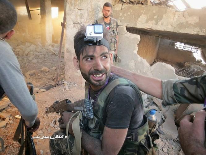 Quân đội Syria tấn công dữ dội cứ địa thánh chiến ngoại ô Damascus (video) ảnh 16