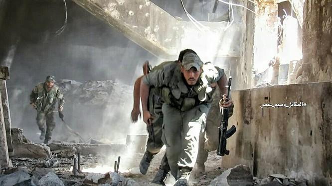 Quân đội Syria tấn công dữ dội cứ địa thánh chiến ngoại ô Damascus (video) ảnh 17