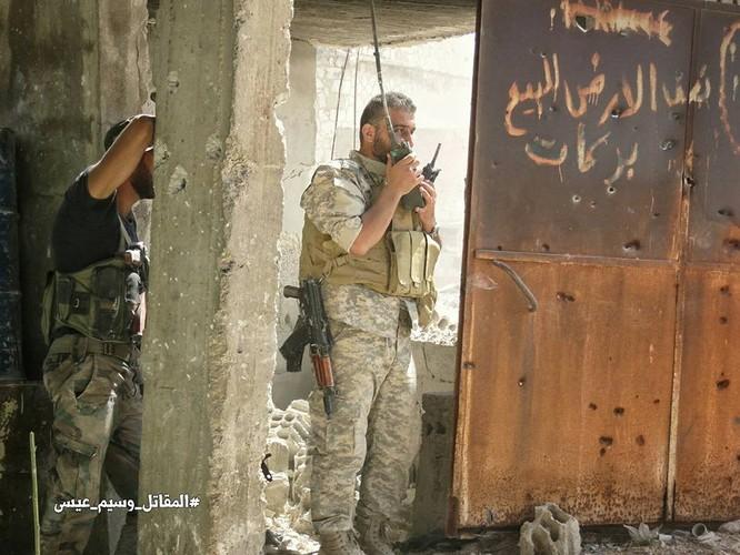 Quân đội Syria tấn công dữ dội cứ địa thánh chiến ngoại ô Damascus (video) ảnh 23