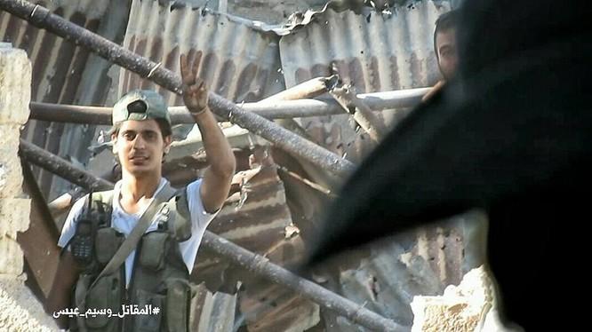 Quân đội Syria tấn công dữ dội cứ địa thánh chiến ngoại ô Damascus (video) ảnh 25