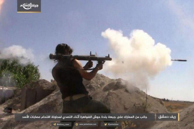 Quân đội Syria bất ngờ hứng thất bại trước phe thánh chiến ngoại ô Damascus ảnh 1