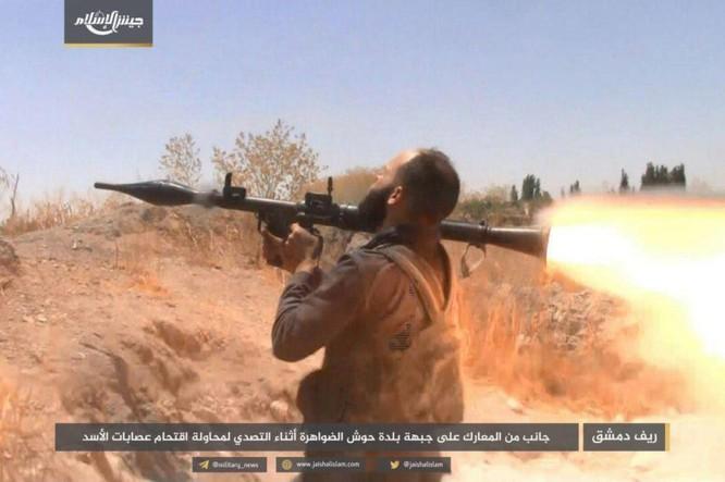 Quân đội Syria bất ngờ hứng thất bại trước phe thánh chiến ngoại ô Damascus ảnh 2