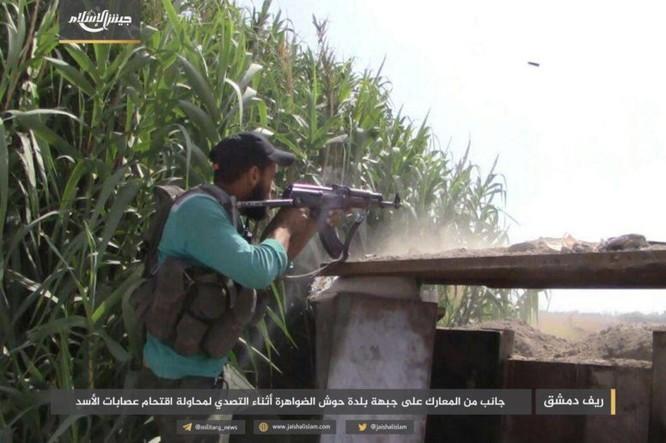 Quân đội Syria bất ngờ hứng thất bại trước phe thánh chiến ngoại ô Damascus ảnh 4