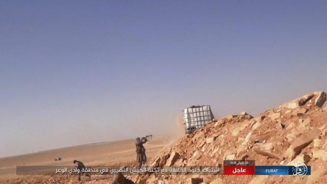 Quân đội Syria lại hứng thất bại đáng xấu hổ trước IS ảnh 14