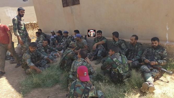 """""""Hổ Syria"""" chọc thủng chiến tuyến IS, áp sát Deir Ezzor chỉ 40 km ảnh 5"""