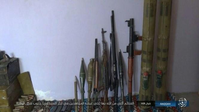Quân đội Syria giao chiến ác liệt với IS trên sa mạc Homs (chùm video) ảnh 1
