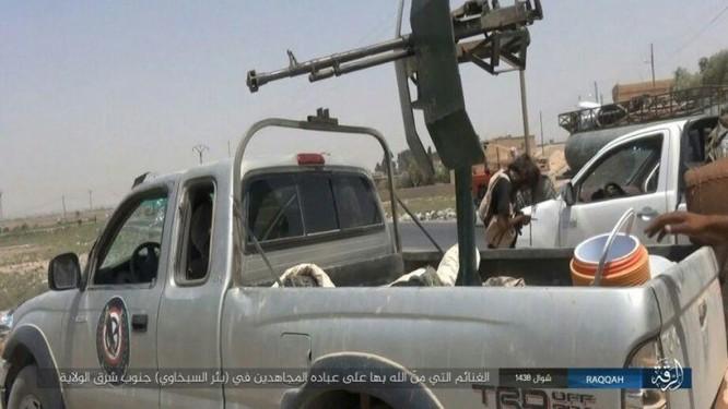 Quân đội Syria giao chiến ác liệt với IS trên sa mạc Homs (chùm video) ảnh 3