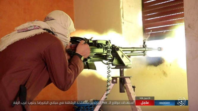 Hàng chục phiến quân IS nộp mạng trước SDF ở Raqqa, Syria ảnh 7