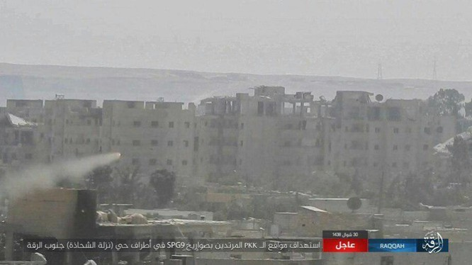 Hàng chục phiến quân IS nộp mạng trước SDF ở Raqqa, Syria ảnh 10