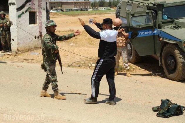 Phiến quân Syria lũ lượt nộp vũ khí ra hàng tại Hama ảnh 3