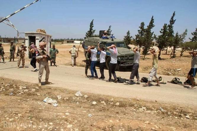 Phiến quân Syria lũ lượt nộp vũ khí ra hàng tại Hama ảnh 5