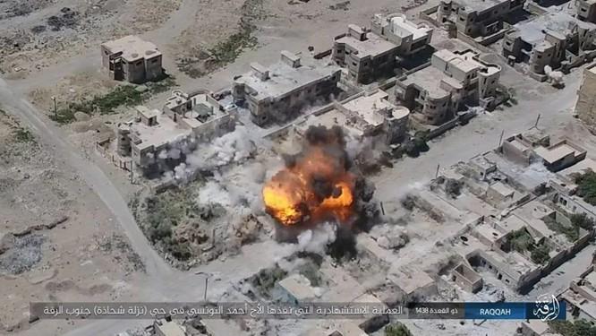 IS tung 4 xe bom tự sát tấn công liên tiếp người Kurd tại Raqqa ảnh 9