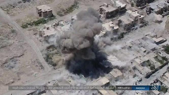IS tung 4 xe bom tự sát tấn công liên tiếp người Kurd tại Raqqa ảnh 10