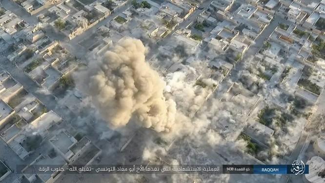 IS tung 4 xe bom tự sát tấn công liên tiếp người Kurd tại Raqqa ảnh 15