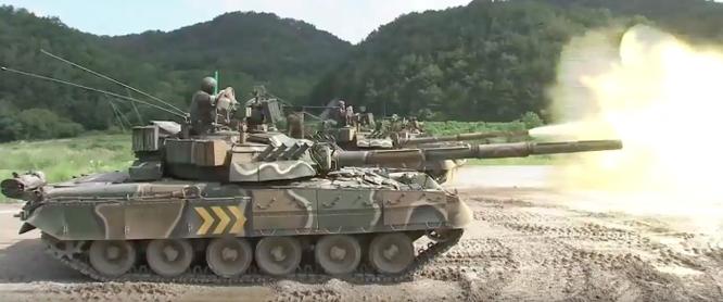 Tăng Т-80U Nga lặn ngầm, nhả đạn tại Hàn Quốc (video) ảnh 1