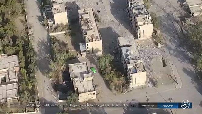 IS tung 7 xe bom tự sát đánh chặn người Kurd tại tử địa Raqqa (video) ảnh 1