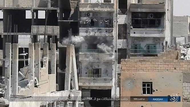 IS tung 7 xe bom tự sát đánh chặn người Kurd tại tử địa Raqqa (video) ảnh 5