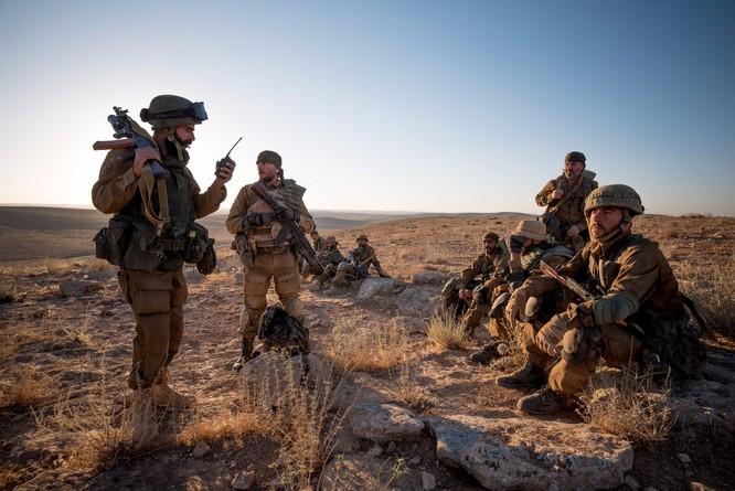 """Quân """"Săn IS"""" Syria nã tên lửa san phẳng chỉ huy sở phiến quân tại Homs ảnh 2"""