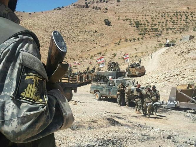 IS đầu hàng di tản về Deir Ezzor, trận chiến cuối cùng trên biên giới Syria (video) ảnh 7