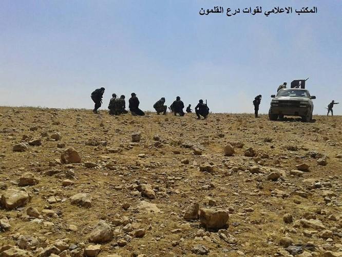 Chiến sự Syria: Quân Assad nghiền nát IS, chiếm liên tiếp 6 cứ địa tại Hama ảnh 6