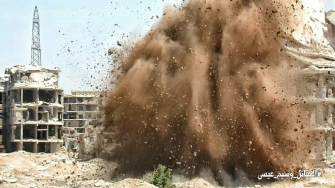Quân Syria đánh bom đường hầm, chôn sống hàng chục phiến quân ven Damascus ảnh 3