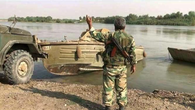 Quân Syria băng qua Euphrates nghiền nát IS, Mỹ vội đề xuất đàm phán (chùm video) ảnh 1