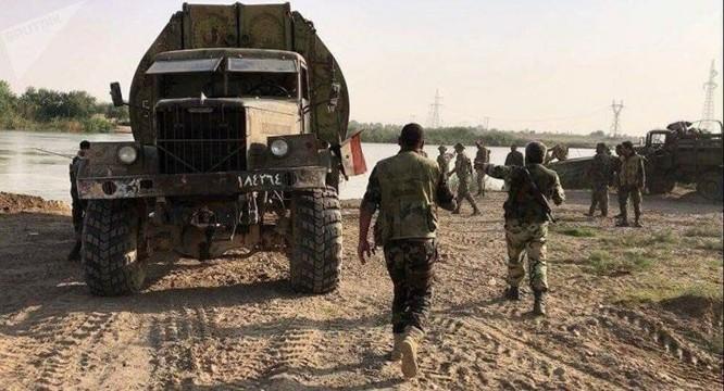 Quân Syria băng qua Euphrates nghiền nát IS, Mỹ vội đề xuất đàm phán (chùm video) ảnh 2