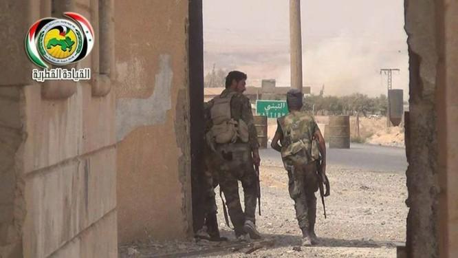 """""""Hổ Syria"""" nghiền nát phiến quân IS phản kích lớn tại tây Deir Ezzor (video) ảnh 3"""