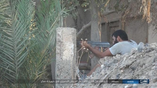 Quân Syria và IS tử chiến đẫm máu trên đảo lửa tại Deir Ezzor (video) ảnh 10